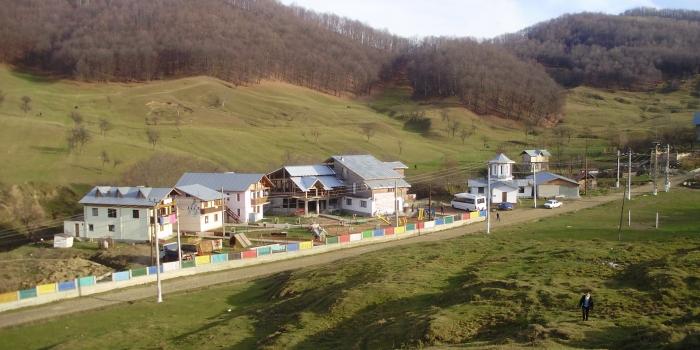 Apel umanitar – copiii din Valea Plopului si Pr. Tanase